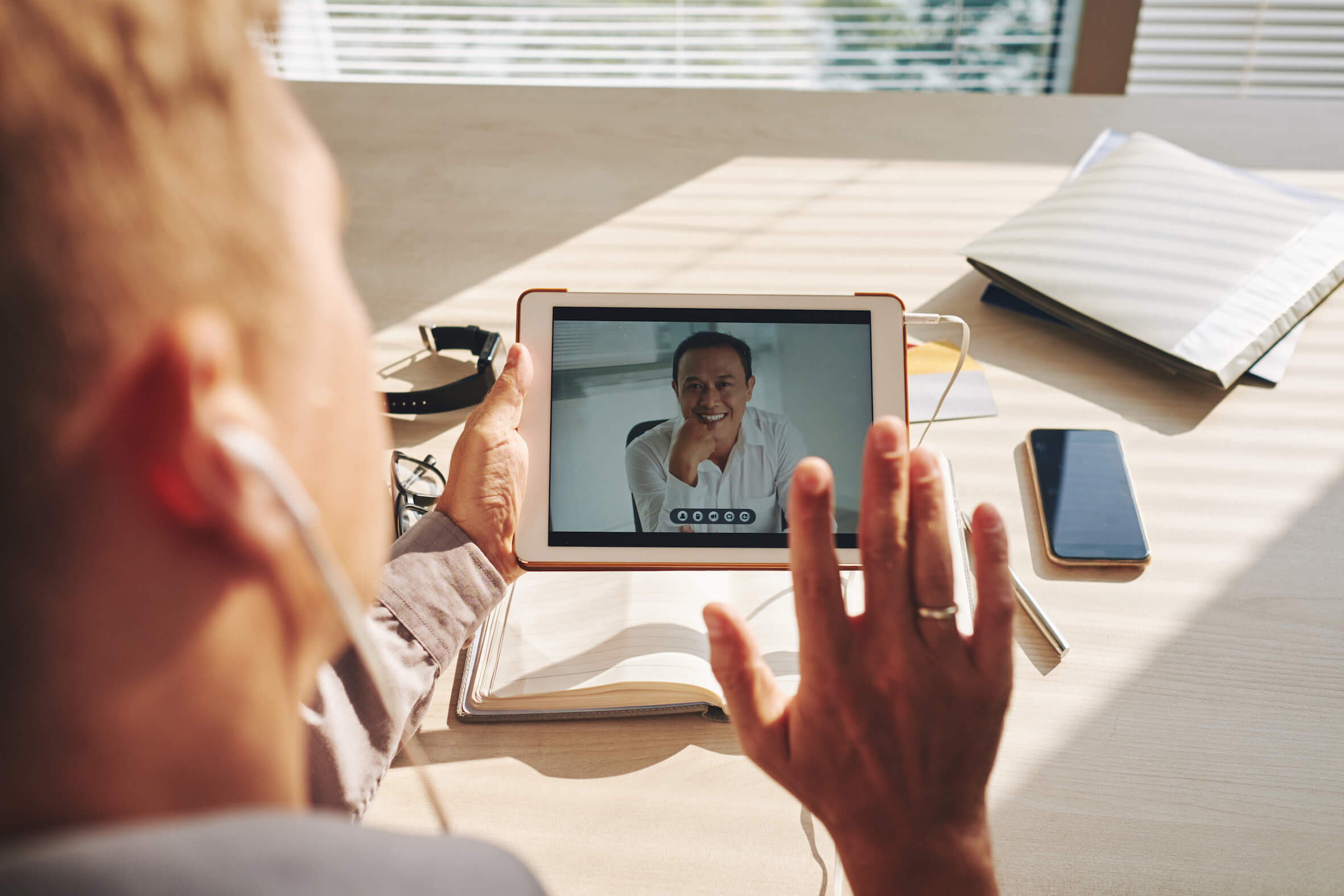 video-conference-on-tablet-2CEN3F8-2